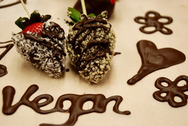 vegan, organic, chocolate dipped strawberries