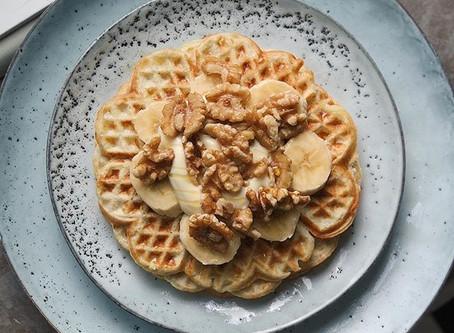 Bananvåfflor med vaniljkvarg & valnötter