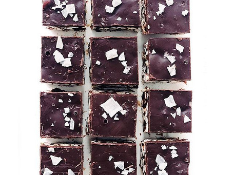 Choklad schotcheroos med jordnötssmör & havssalt