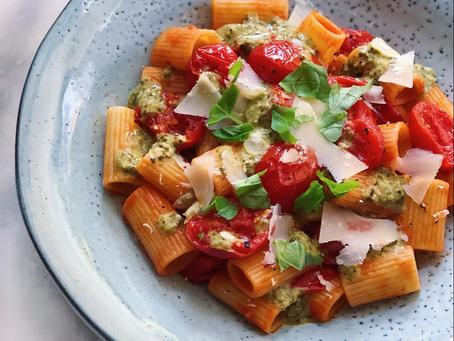 Pasta med stekta tomater, pestosås & parmesan