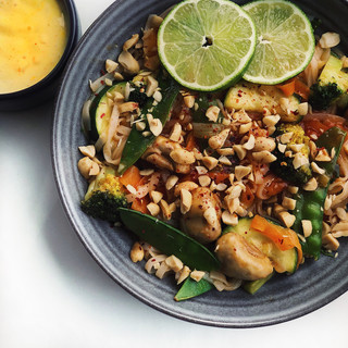 Pad Thai med grönsaker och mango chutney sås