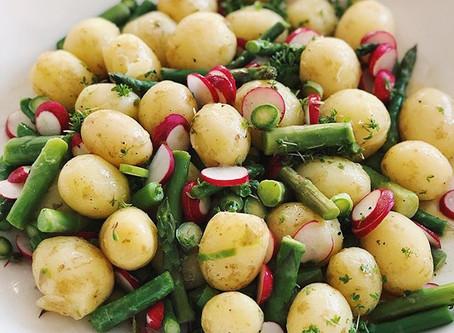 Potatissallad med sparris, rädisor & senapsvinägrett