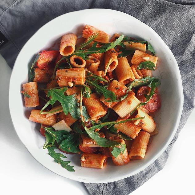 Pasta med krämig tomatsås med smak av basilika och parmesan.jpg