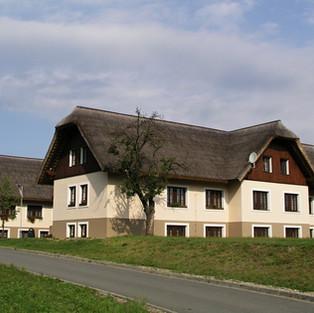 Novostavba Hotelu u archeoskanzenu Modrá