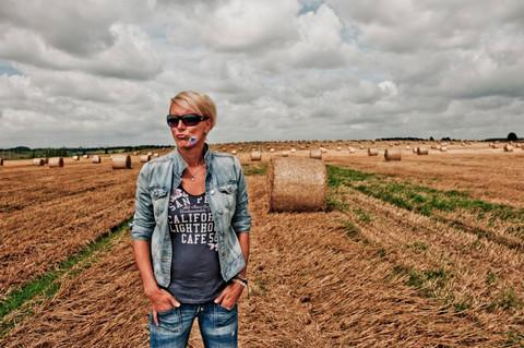Renata Drössler POZDNÍ LÉTO foto L. Hatašová (4).jpg