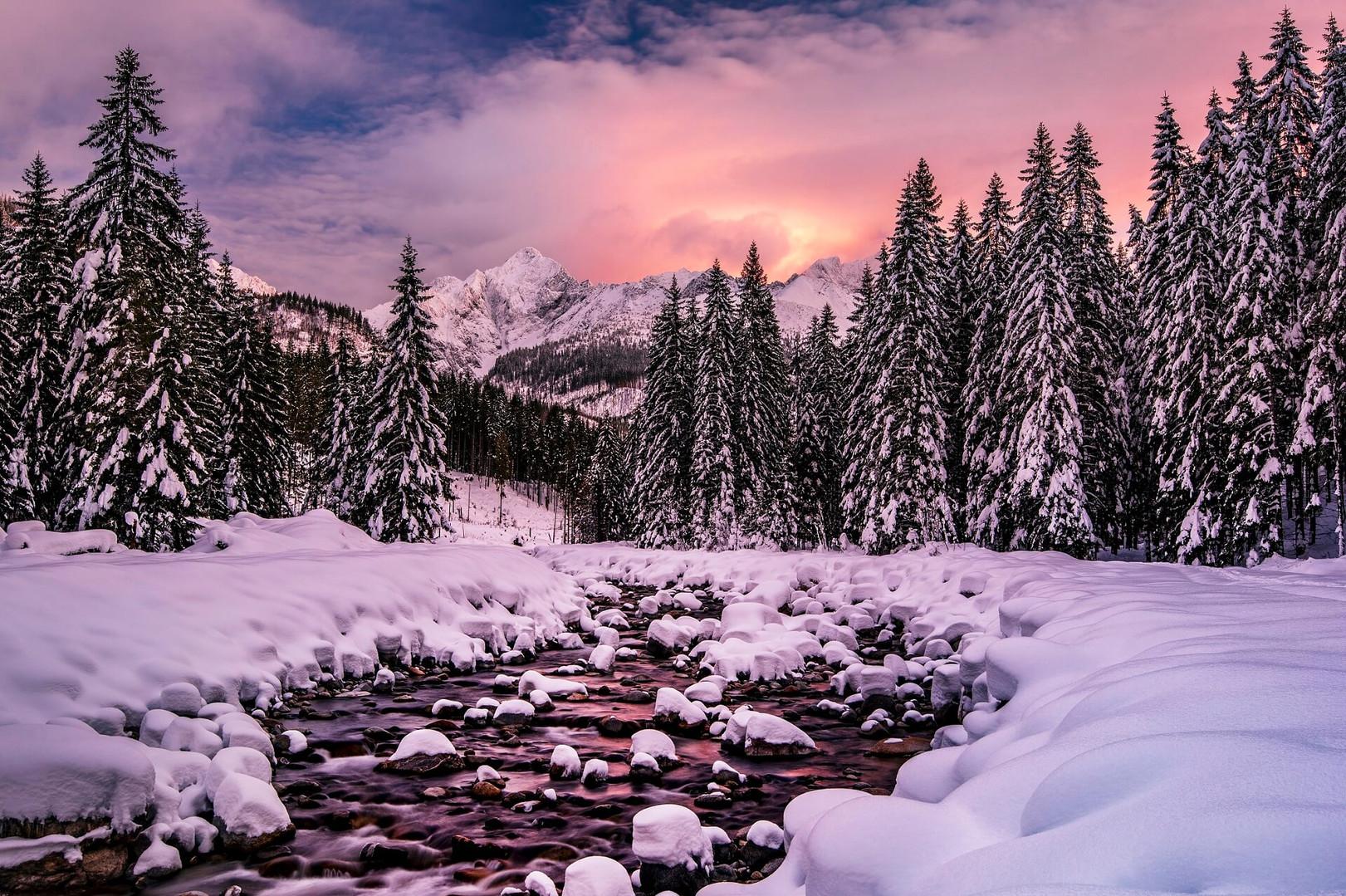 Winter valleys in High Tatras