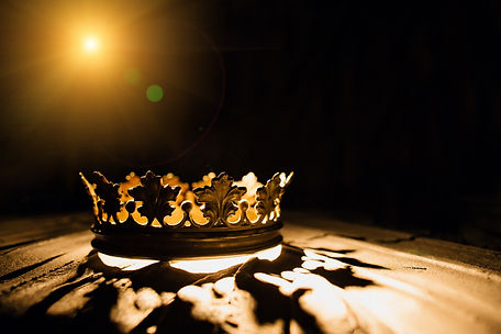 The crown on a black background is illum