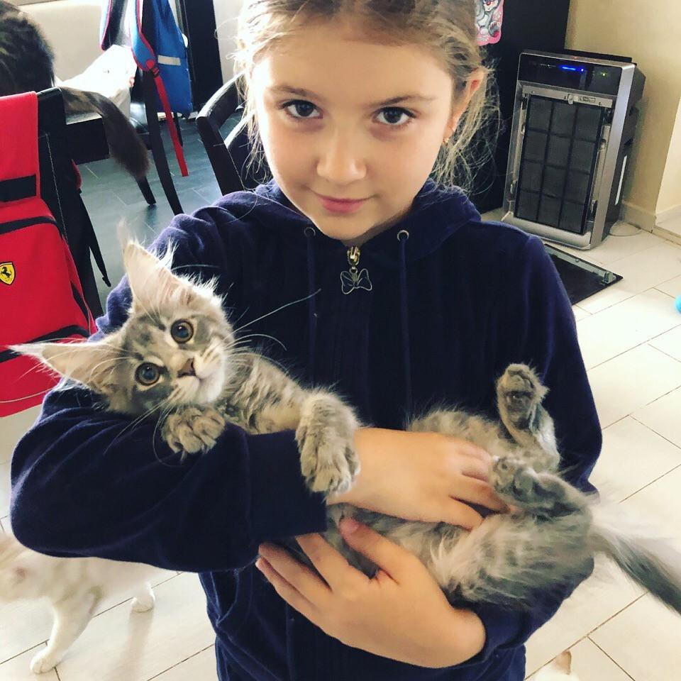 девочка. живет в Пскове