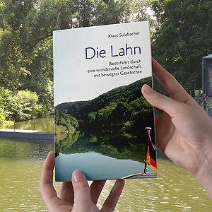 Buch-in-Haenden-a.jpg