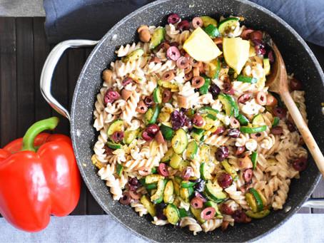 Premium: Krémové česnekové těstoviny s cuketou a černými olivami