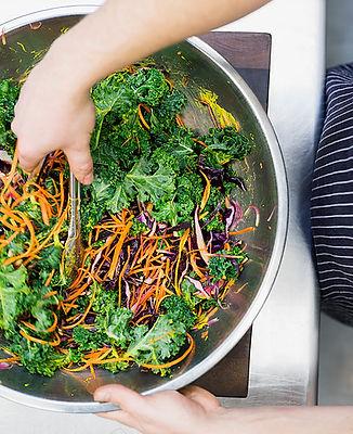 zeleninovy salat - mrkev, salát, zelí...