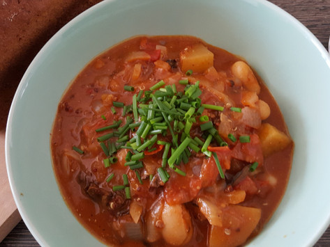 Bramborový guláš s fazolemi a houbami