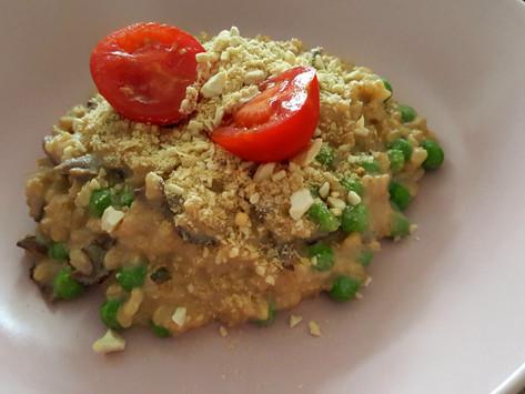 Snadné krémové rizoto s houbami a hráškem