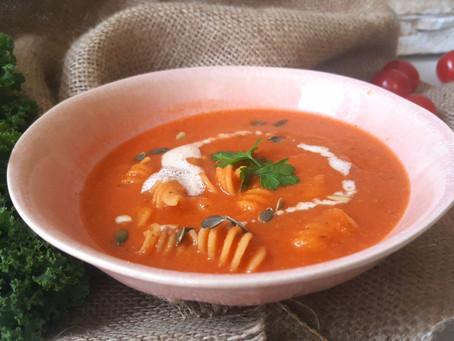 Rajčatová polévka s celozrnnými těstovinami