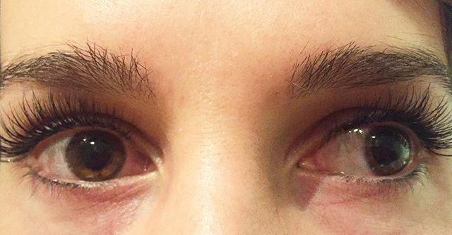 Lashed ⚡️ •_•_•_#lashedup #novalash #borboletabeauty #dressyourface #mua #eyelashextensions #lashes