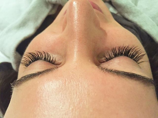 long lovely lashes 😍🎀 •_•_•_#love #classiclashes #glam #glamcor #spa #salon #boston #beaconhill #n