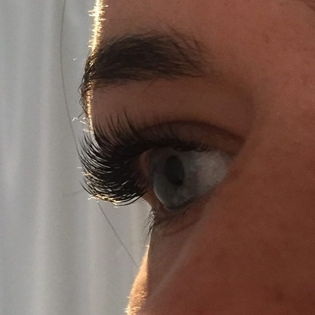 no mascara needed 💗 •_•_•_#lashextensions #lashgoals #lash #beaconhill #spa #salon #beauty #borbole