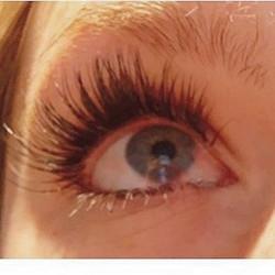 lashed out 💁🏼💁🏼💁🏼 •_•_#eyes #lashes #lashedbycori #boston #bostonmua #volumelashes #beaconhill