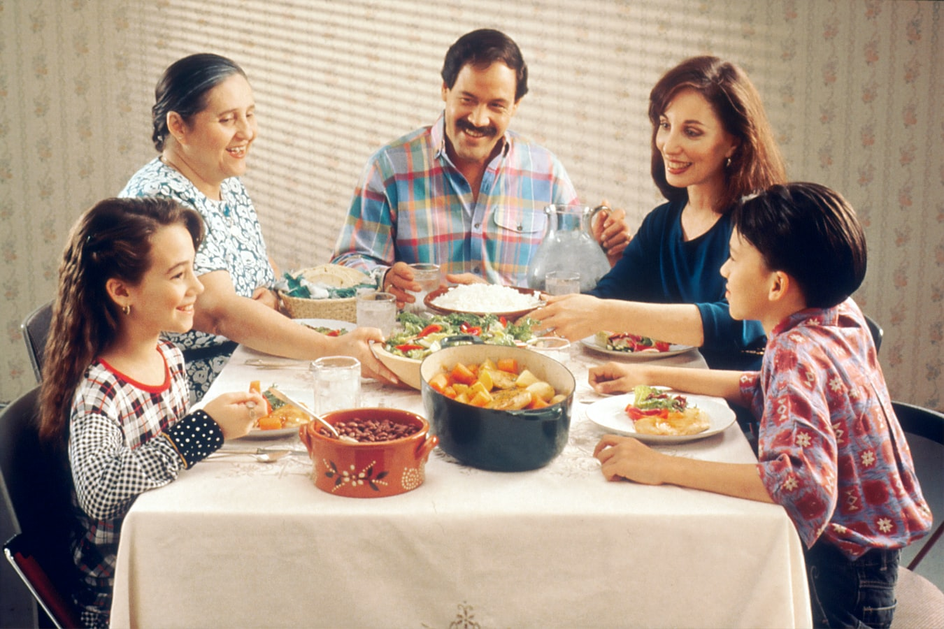 Family-meal-Unspl