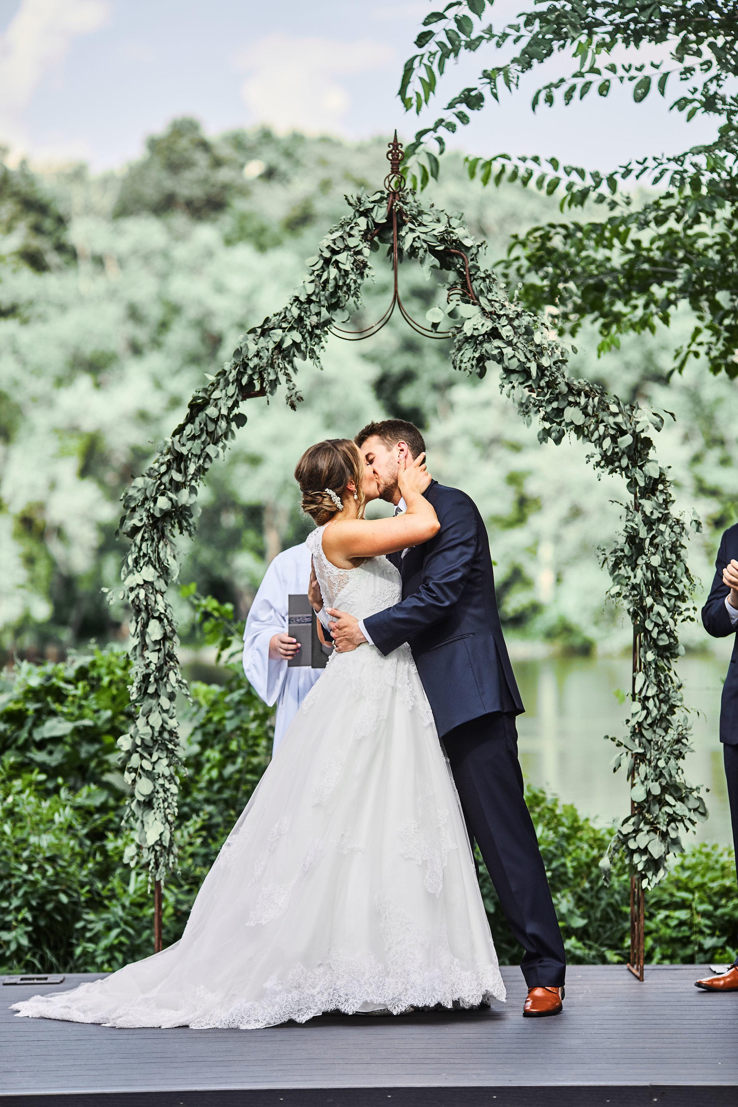 mississippi-gardens-wedding-outdoor-cere
