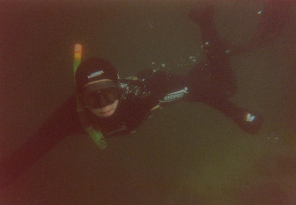 Фридайвер под водой