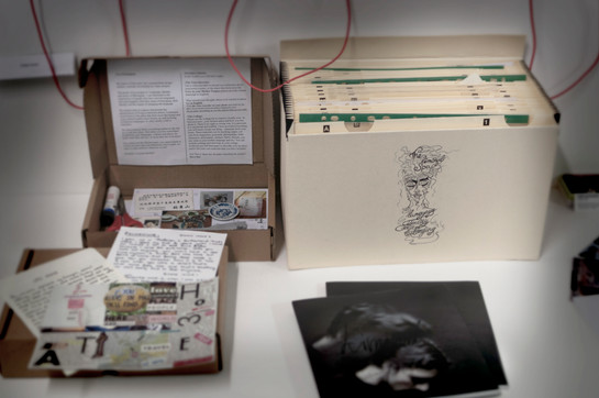 Sample of the cultural probe kits (left) and an archival folder with materials and data from the research (right).