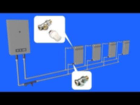 Приблизительная регулировка батарей закрытой двухтрубной системы показана на примере схемы отопления двухэтажного дома. Почему приблизительная: число закрываемых батарей и количество оборотов крана сугубо индивидуально для каждой разводки, необходимо разбираться по месту. Если сомневаетесь в правильности своих действий, придавливайте теплоноситель постепенно, делая пол-оборота вентиля и повторяя замеры.  Как правило, однотрубная «ленинградка» из 3—4 батарей не нуждается в балансировке, достаточно слегка «прижать» первый радиатор. В попутной разводке (петле Тихельмана) нужно ограничивать первый и последний прибор.
