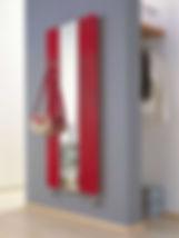 Существует несколько способов отопления помещения и самый старый и надежный – это использование радиаторов отопления. Радиатор отопления – это прибор, который состоит из отдельных элементов – секций. Внутри секций имеются каналы, по которым движется теплоноситель и чаще всего в этой роли выступает горячая вода. Принцип действия радиаторов основан на трех китах, а именно:  Излучение, ведь радиаторы излучают тепло. При этом любопытно, что доля излучаемого тепла увеличивается при окраске радиатора в темный цвет. Конвекция – это такой вид теплообмена, при котором передача внутренней энергии осуществляется струями и потоками. Теплопроводность, т.е. процесс передачи энергии от более нагретых тел (или частей тела) – менее нагретым. Радиаторы могут быть чугунными, алюминиевыми, стальными, биметаллическими или медными. По устройству радиаторы бывают панельные и трубчатые. Трубчатые особенно популярны не только по причине своей эффективности, но и потому, что предлагают возможности.