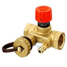 Суть методики заключается  в измерении температуры поверхности всех радиаторов и устранении разницы путем ограничения расхода теплоносителя балансировочными кранами. Как отрегулировать батареи отопления, пользуясь термометром:  Прогрейте теплоноситель и полностью откройте все регулировочные клапаны. Если котел не показывает реальную температуру воды на подаче, определите ее сами, приложив измеритель к металлическому выходному патрубку. Замерьте температуру поверхности первого по счету радиатора в двух местах – около подающей и обратной подводки. Если разница лежит в пределах 10 градусов, батарея прогревается нормально. Повторите операцию на всех отопительных приборах, записывая показания. Двигайтесь вдоль каждой ветви отопления, поочередно регистрируя температуру батарей вплоть до последней. Если разность температур на подаче первого и последнего радиатора не превышает 2 °С, прикройте вентили первых двух батарей на 0.5—1 оборот и повторите замеры. Когда разница достигает 3—7 градусов,