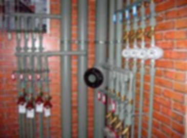 Стальные трубы являются оптимальным решением в местах где предъявляются большие требования к температуре теплоносителя и давлению в системе.