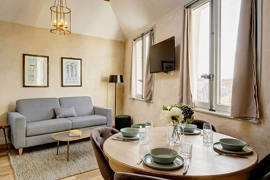 Dining Table | Spacious duplex holiday apartment | Apartments du Louvre