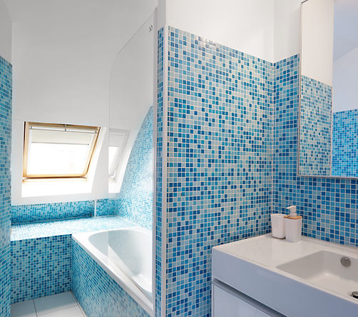 Bathroom | 1 bedroom rooftop holiday apartment | Apartments du Louvre