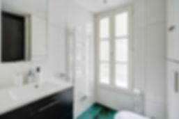 Salle de bain Grand appartement 3 chambres courte durée   Apartements du Louvre