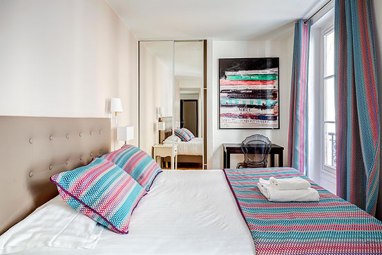 Bedroom | Spacious 3 bedroom holiday apartment in Paris | Apartments du Louvre