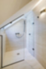 Shower | Spacious duplex holiday apartment | Apartments du Louvre