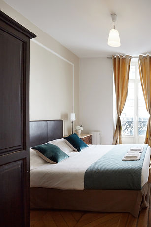Bedroom | Large serviced 2 bedroom vacation apartment | Apartments du Louvre