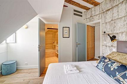Bedroom | Spacious duplex holiday apartment | Apartments du Louvre