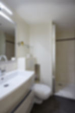 Bathroom | Large 1 bedroom short term apartment in Paris | Apartments du Louvre