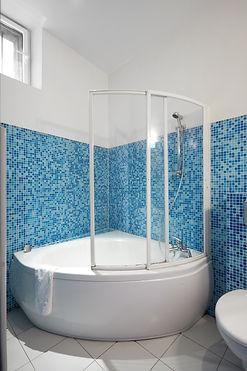 Shower | Spacious 2 bedroom short term rental | Apartments du Louvre