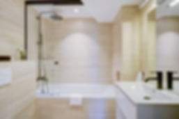 Bathtub | 2 bedroom short stay apartment in Paris | Apartments du Louvre