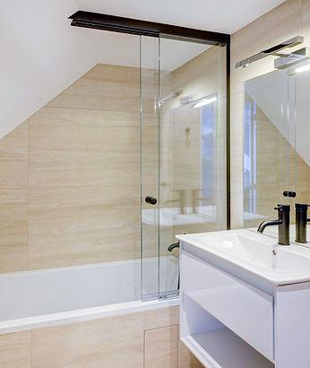 Bathroom | Spacious duplex holiday apartment | Apartments du Louvre