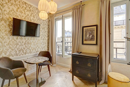 Modern serviced studio for short term rental | Apartments du Louvre