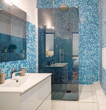 Bathroom | Spacious 2 bedroom short term rental | Apartments du Louvre