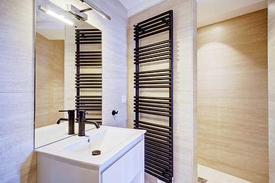Bathroom | 2 bedroom short stay apartment in Paris | Apartments du Louvre