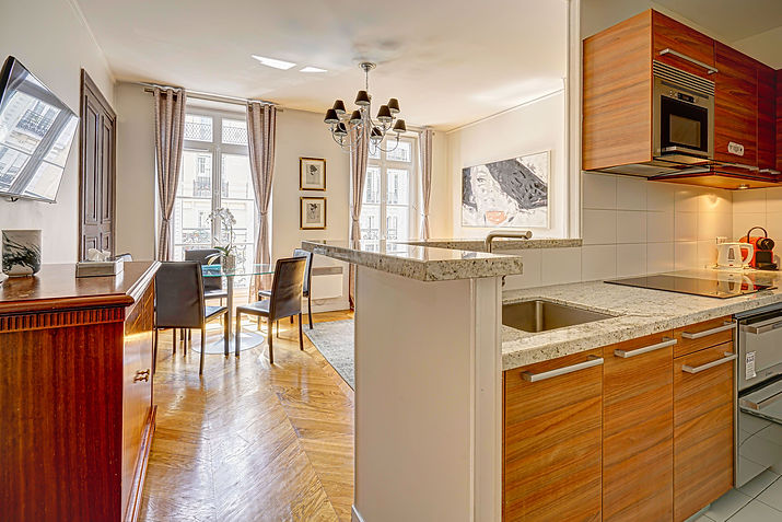 Kitchen | Large serviced 2 bedroom vacation apartment | Apartments du Louvre