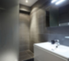 Bathroom | Functional 1 bedroom short stay apartment | Apartments du Louvre