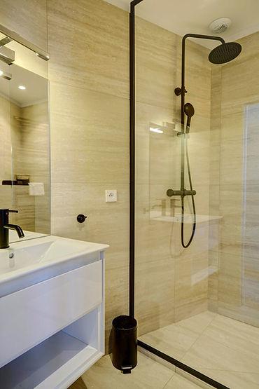 Shower | Modern serviced studio for short term rental | Apartments du Louvre