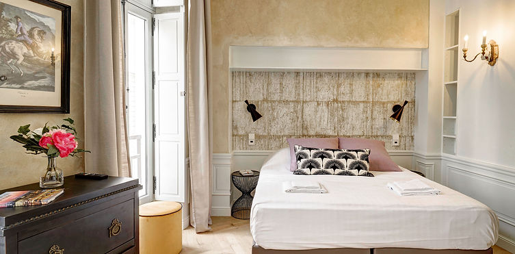 Bed | Modern serviced studio for short term rental | Apartments du Louvre