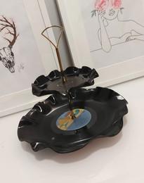 Giving a new life for old vinyl records! From facebook group Kierrätysideat ja uudelleenkäyttö Vinkit.