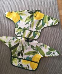 Cute bibs made from old tablecloth. From Facebook group Kierrätysideoita